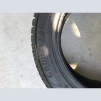 Продам шины 215/55 R17 Goodyear Ultra Grip